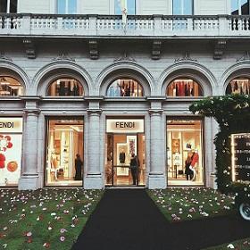 Фасады и витрины домов мод: самые красивые