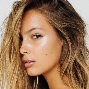 Как заставить кожу сиять без косметики: рассказывает косметолог