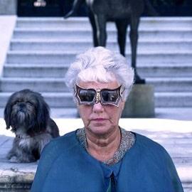 Пегги Гуггенхайм на фото в знаменитых очках
