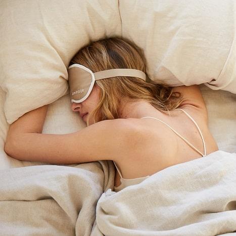Сон красоты: его правила и влияние на женщину